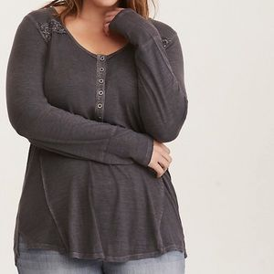 NWT Torrid Grey Lace Inset Henley Tee Size 2